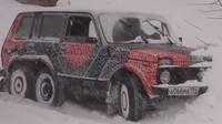 Podomácku postavená Lada Niva 6x6 vyrazila do ruské zimy, přihlížející nestačili žasnout - anotační obrázek