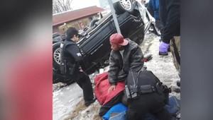 Extrémní vzpěrač dokázal nadzvednout převrácený Jeep, zřejmě tak zachránil lidský život - anotační obrázek