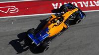 McLaren jezdí rychlé časy, ale s menším množstvím paliva
