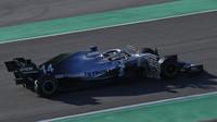 Lewis Hamilton v rámci druhých předsezonních testů v Barceloně