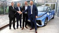 V Paříži bude díky Toyotě jezdit 600 vodíkových taxi