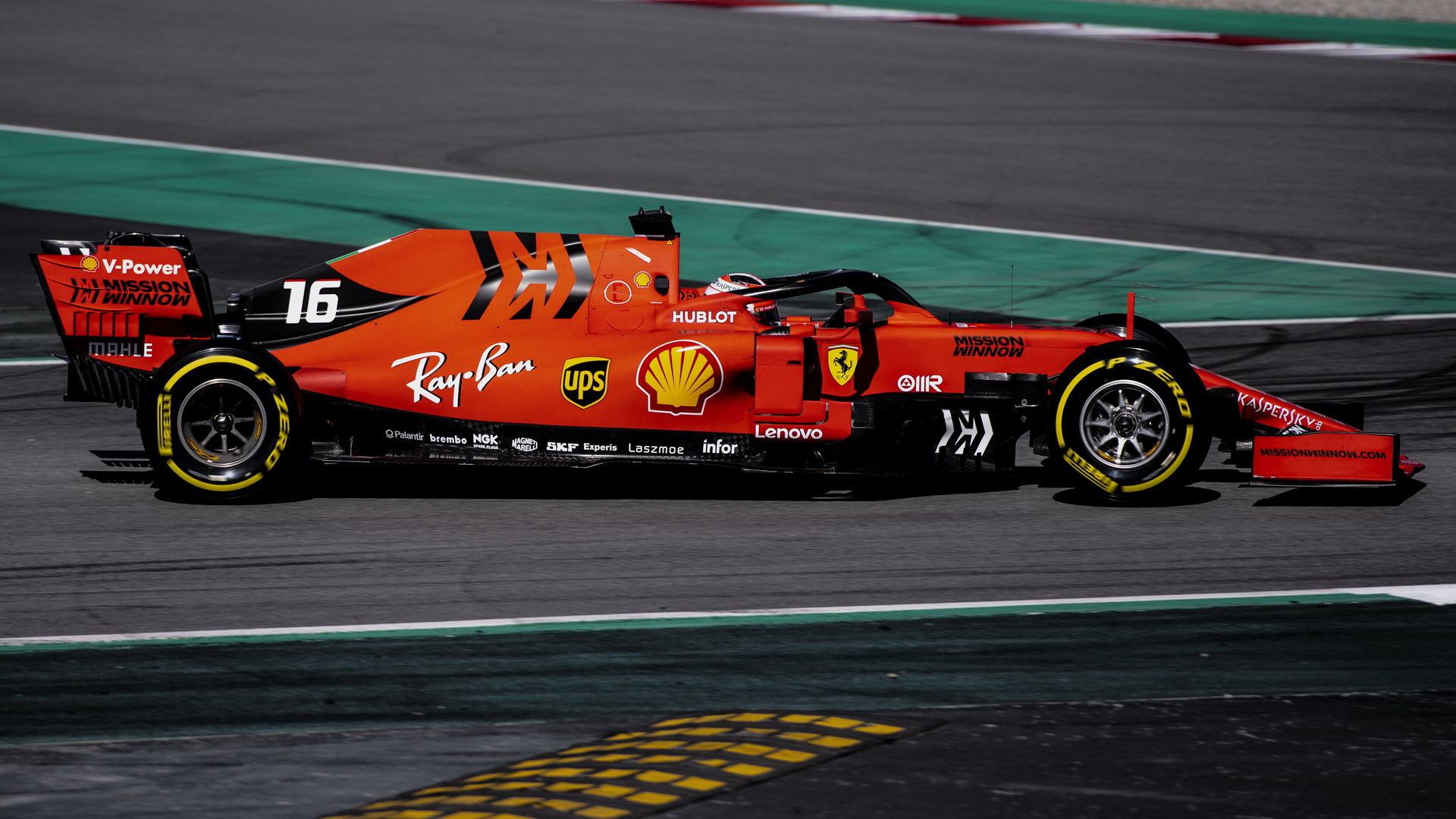 Charles Leclerc během testů nového vozu v Barceloně