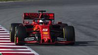 Sebastian Vettel v rámci posledního dne druhých předsezonních testů v Barceloně