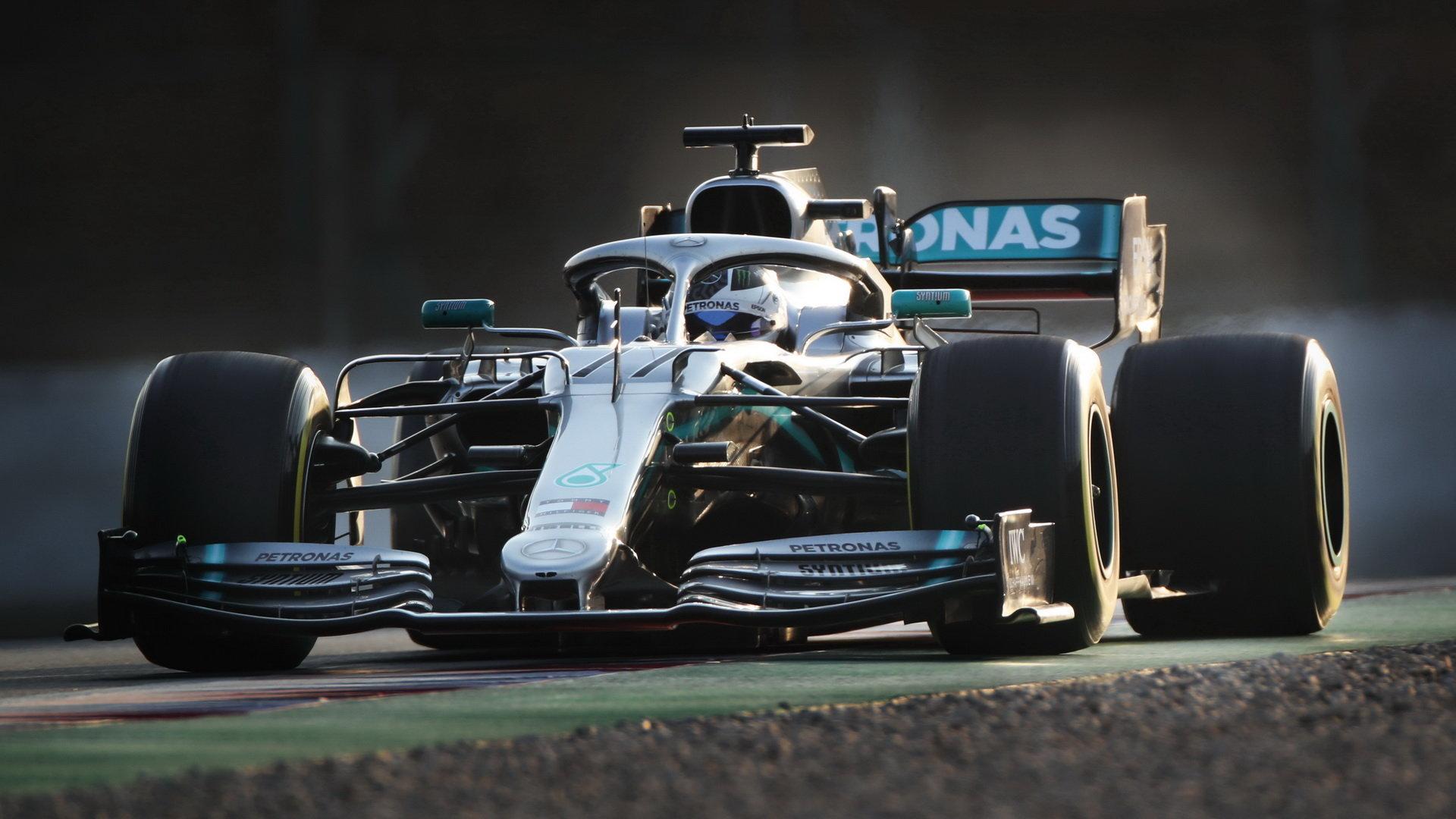 Valtteri Bottas s Mercedesem W10 během 2. týdne předsezónních testů v Barceloně