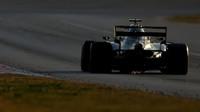 Daniel Ricciardo s použitím DRS v rámci třetího dne druhých předsezonních testů v Barceloně