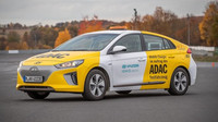 Hyundai IONIQ Mobile Charger jako pojízdná nabíjecí stanice. Vybitý elektromobil bude během 15 minut znovu připraven k jízdě