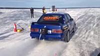 BMW E30 M3 s motorem Toyota 2JZ vytvořilo nový rychlostní rekord v jízdě na ledu, dosáhlo rychlosti až 346.82 Km/h