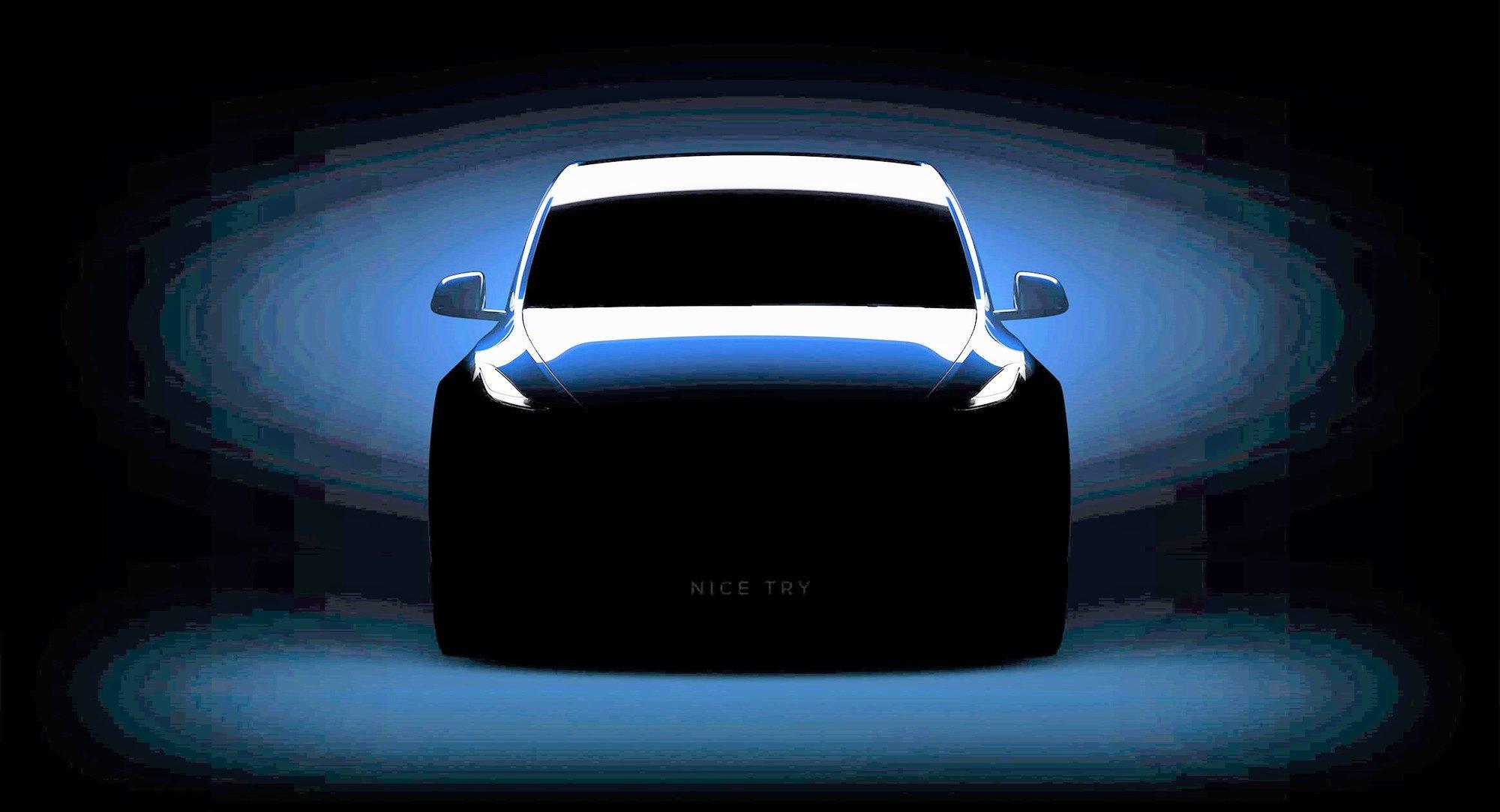 """Po úpravě stínů a expozice se na fotce Tesly objeví nápis """"Nice Try,"""" (slušný pokus) kterým se Tesla vysmívá zvědavcům."""
