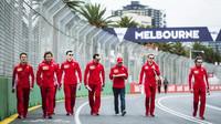 Sebastian Vettel se seznamuje s tratí v Melbourne