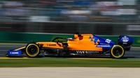 Carlos Sainz s McLarenem MCL34 v Melbourne