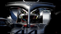 Lewis Hamilton začíná tam, kde loni skončil... na špičce