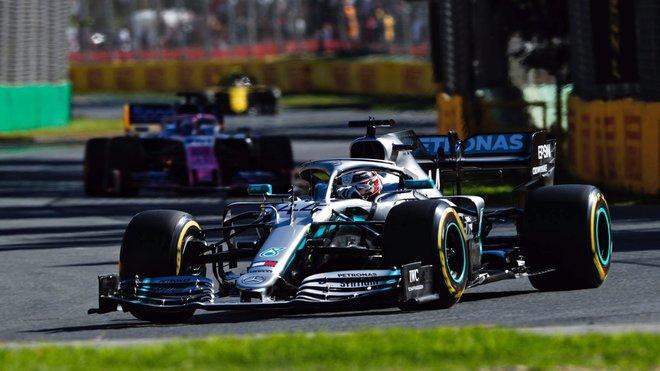 Lewis Hamilton s Mercedesem pokračuje v nadvládě