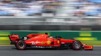 Sebastian Vettel v kvalifikaci v Melbourne