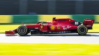 Charles Leclerc s Ferrari SF90 v kvalifikaci na GP Austrálie 2019