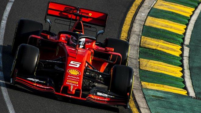 Sebastian Vettel v Melbourne zaostal za očekáváními