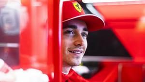 """""""Leclerc je týmovým hráčem, už tlačí tvrdě i na inženýry,"""" všímá si šéf Ferrari - anotační obrázek"""
