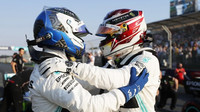 Valtteri Bottas a Lewis Hamilton se radovali po závodě stejně jako v kvalifikaci