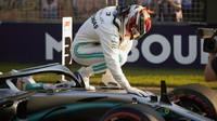 Lewis Hamilton pokračuje v úspěšném tažení, sezónu nemohl odstartovat lépe