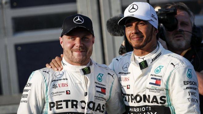 Valtteri Bottas si ihned po startu vyšlápl na svého týmového kolegu