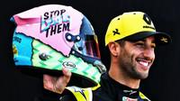 Daniel Ricciardo se svou přilbou v Melbourne