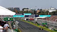 Daniel Ricciardo s použitím DRS v kvalifikaci v Melbourne