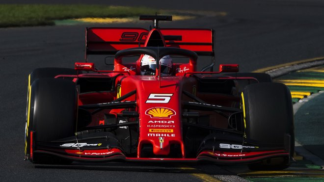 Sebastian Vettel dojel až čtvrtý za oběma Mercedesy a Red Bulem Maxe Verstappena, ale nebýt zákroku týmu, mohl dopadnout ještě hůř