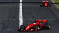 Sebastian Vettel a Charles Leclerc v závodě v Melbourne