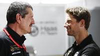 Romain Grosjean a Günther Steiner - na začátku roku byl ještě čas na více úsměvů