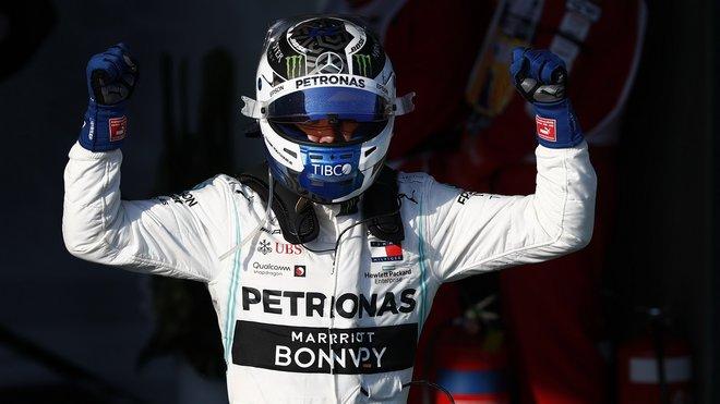 Valtteri Bottas po vítězném závodě v Melbourne