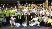 Tým Mercedes slaví úspěšný první závod v Melbourne