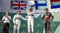 FOTO: První závod sezóny v režii Mercedesů, zklamané Ferrari až za Red Bullem - anotační obrázek