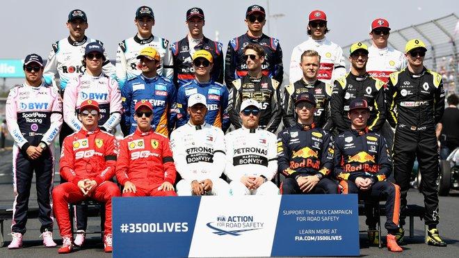 Společná fotografie pilotů F1