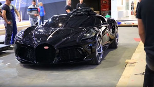 Nejdražší auto světa byla jen replika? Úchvatné Bugatti usvědčilo video z konce výstavy - anotační obrázek