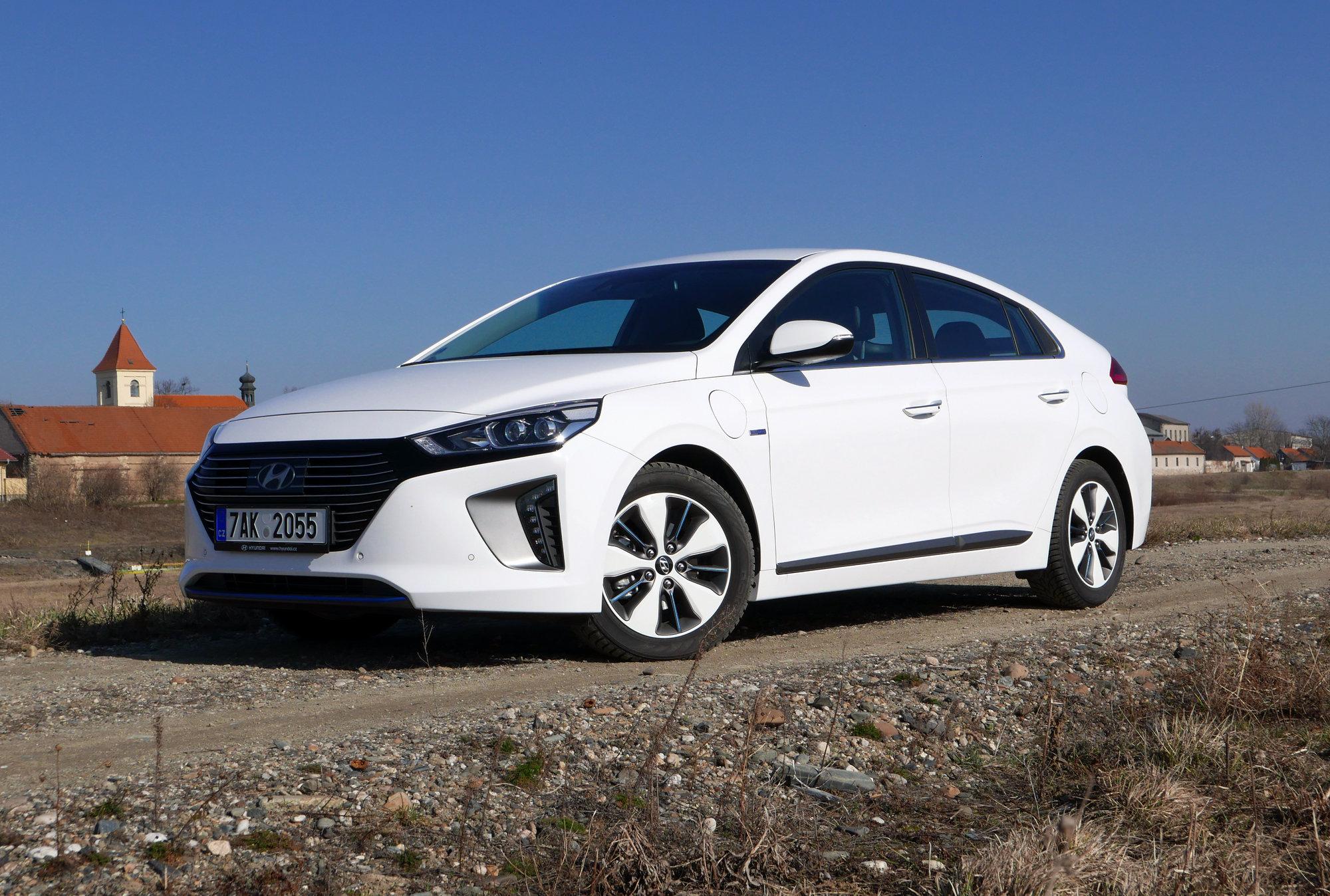 TEST: Hyundai Ioniq Plug-in Hybrid - Jak se žije s korejským velmistrem šetření? - anotační obrázek