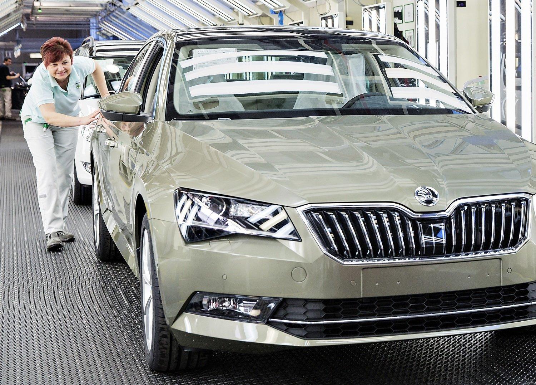 V březnu 2015 odstartovala současná, třetí generace, která nyní dosáhla mety 500 000 vyrobených vozů. Celkem dosud vzniklo více než 1,25 milionu vozů Škoda Superb všech generací