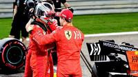 Sebastian Vettel a Charles Leclerc po úspěšné kvalifikaci v Bahrajnu