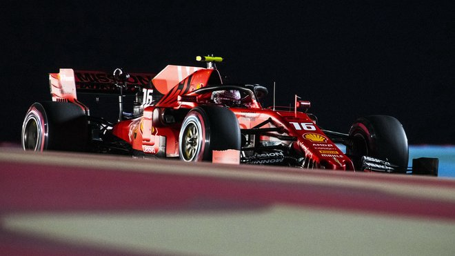 Charles Leclerc v Bahrajnu