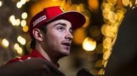 Charles Leclerc po vítězné kvalifikaci v Bahrajnu