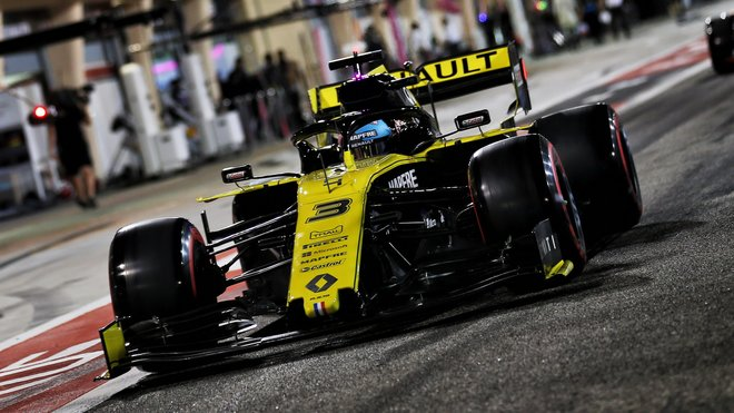 Daniel Ricciardo v Bahrajnu musel odstoupit kvůli závadě MGU-K