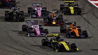 Daniel Ricciardo při startu zádodu v Bahrajnu