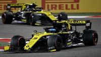 Daniel Ricciardo a Nico Hülkenberg v zádodě v Bahrajnu