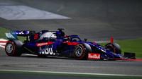 Daniil Kvjat v závodě v Bahrajnu