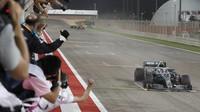 Valtteri Bottas v cíli závodu v Bahrajnu