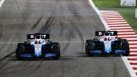 George Russell a Robert Kubica v závodě v Bahrajnu