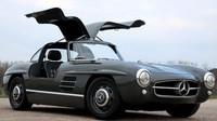 Mercedes-Benz SLK z roku 2000 se proměnil v téměř dokonalou repliku Mercedesu 300SL Gullwing