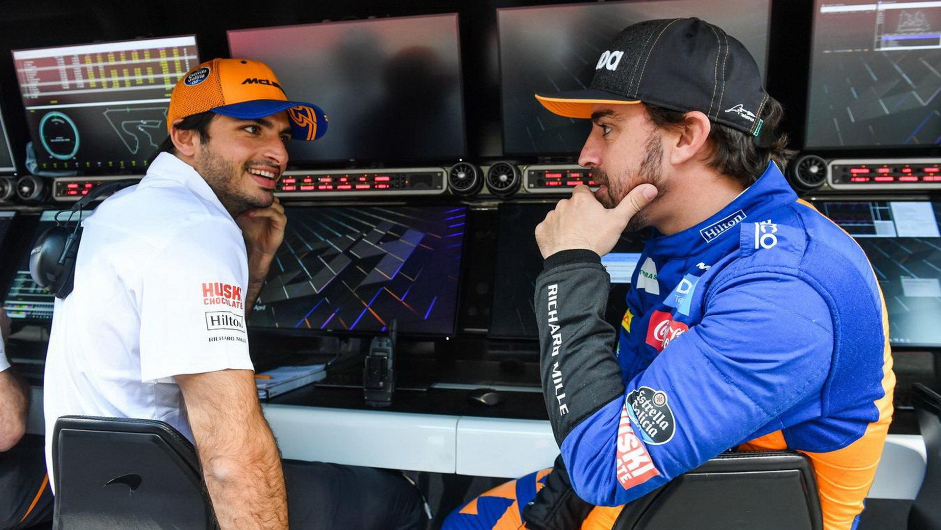 Carlos Sainz a Fernando Alonso v rámci sezónních testů v Bahrajnu