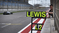 Lewis Hamilton v rámci sezónních testů v Bahrajnu