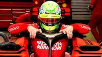 Mick Schumacher během testů s Ferrari v Bahrajnu