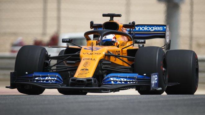 Carlos Sainz s McLarenem MCL34 během testů v Bahrajnu