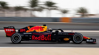 Dan Tickum s Red Bullem během testů v Bahrajnu